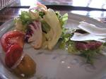 ピットーレ 前菜 サラダと牛肉のカルパッチョ.JPG